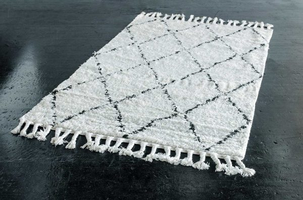 Rug, 5'x8′ Moroccan Off White/Dark Grey