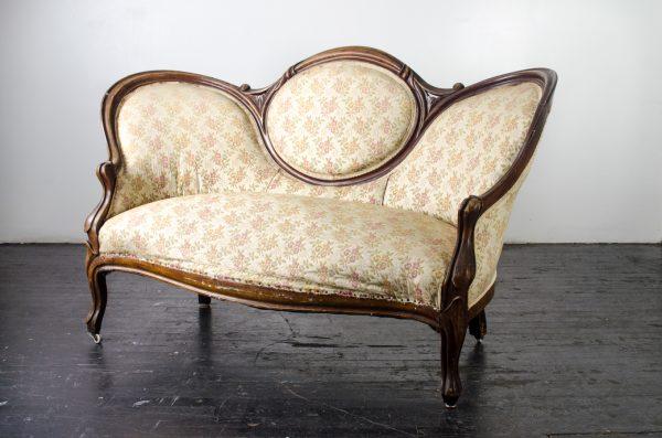 Lounge- love seat vintage floral